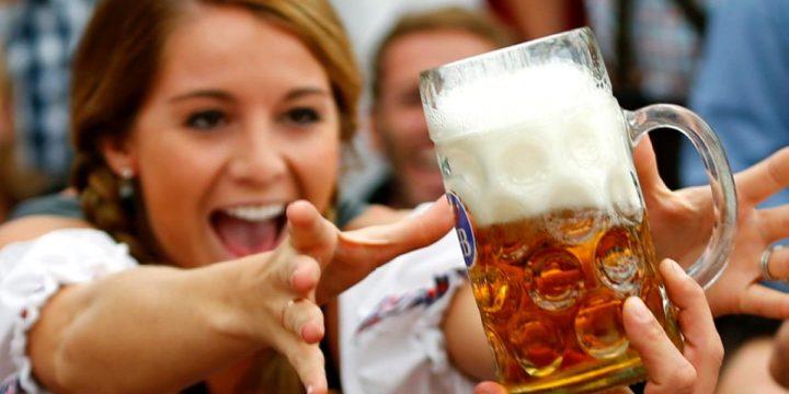 Море пива та сосисок: 14-й за рахунком Oktoberfest чекає в гості